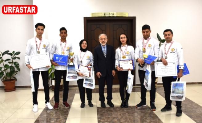 Rektör Çelik, Madalyalı aşçıları tebrik etti