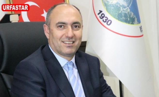 Başkan Aksoy personelini ödüllendiriyor