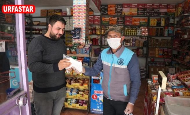 Bozova'da halka maske dağıtıldı