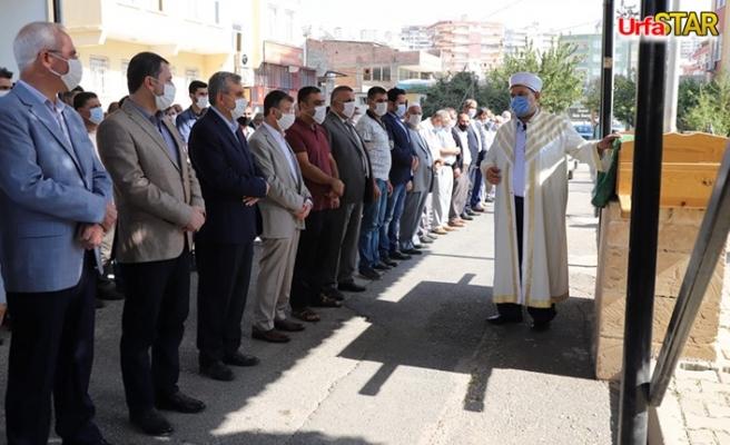 Ali Hoca, babasının cenaze namazını kıldırdı