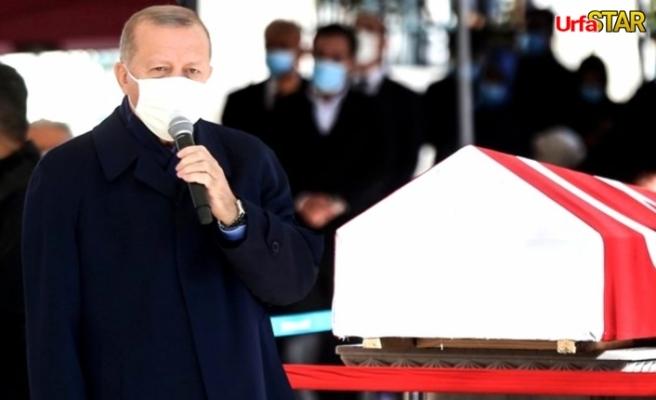 Erdoğan tabutu başında konuştu