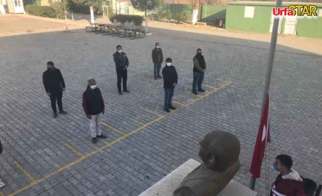 Tüm okullarda İstiklal Marşı okundu...