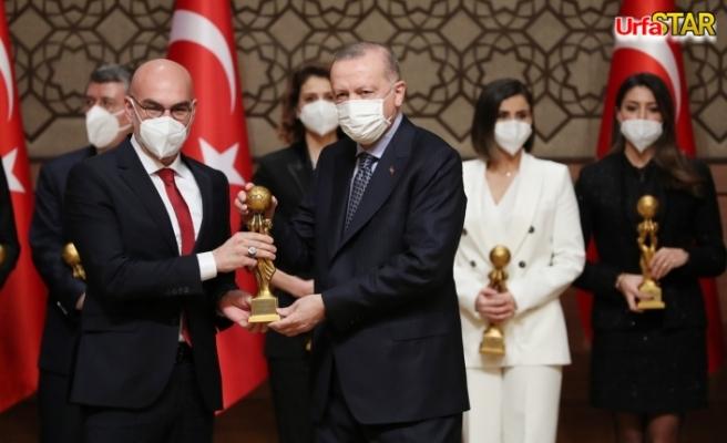 Urfa'lı sanatçı ödülünü Erdoğan'dan aldı