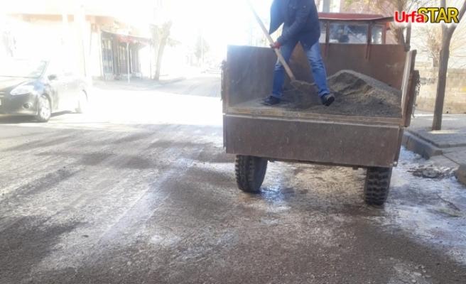 Viranşehir'de buzlanmaya karşı tuzlama