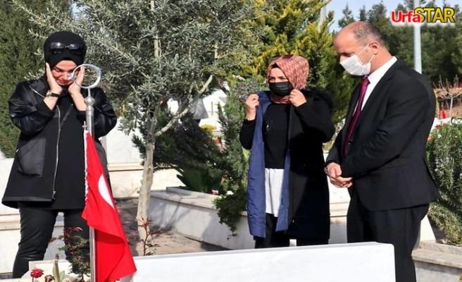 Urfa'da şehit kabristanında göz yaşlarına hakim olamadı