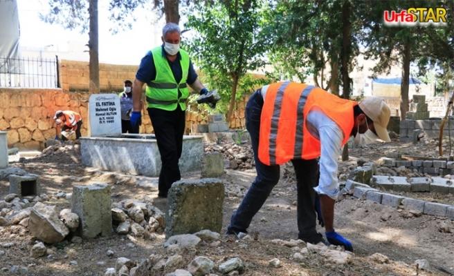 İlçe mezarlığında hummalı temizlik