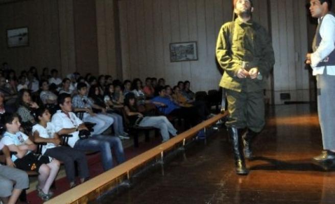 Akdeniz'de 'tiyatro Günleri' Devam Ediyor