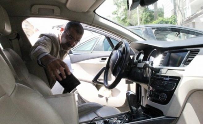 Arabayı kilitlemeyi unutunca...