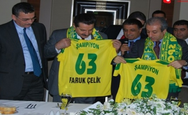 Bakan Çelik Urfaspor'u yalnız bırakmayacak