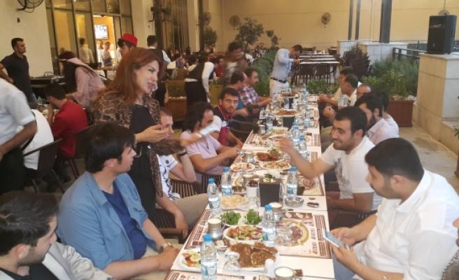 Başkanları ve Gazetecileri buluşturan iftar