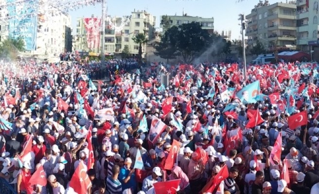 Kavurucu sıcak ve oruca rağmen binlerce kişi Erdoğan mitingine geldi