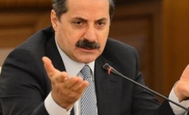 Çelik: Türkiye'de yoksulluk azalıyor