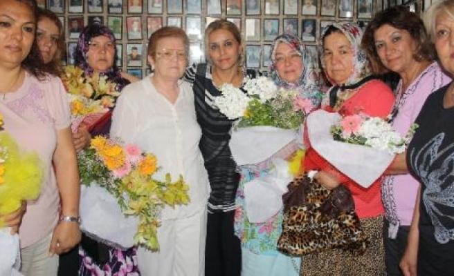 Chp'li Kadınlardan Şehit Ve Gazi Annelerine Ziyaret