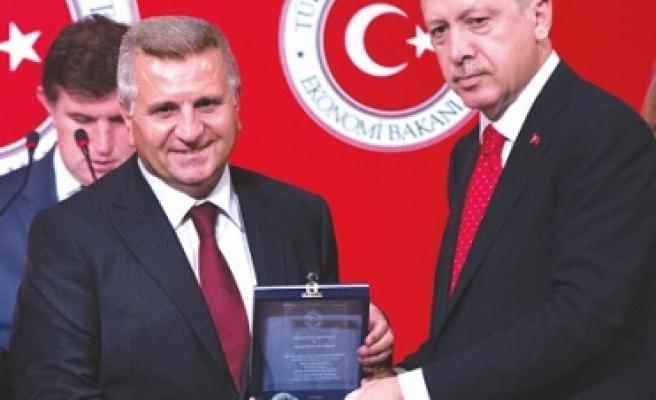 Cumhurbaşkanı'ndan Gürbağ'a ödül