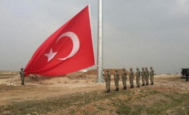 Dev Türk Bayrağı dikildi