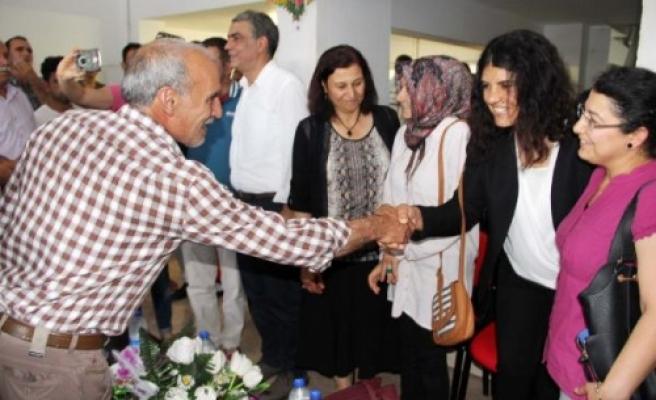 HDP'li vekiller tebrikleri kabul etti