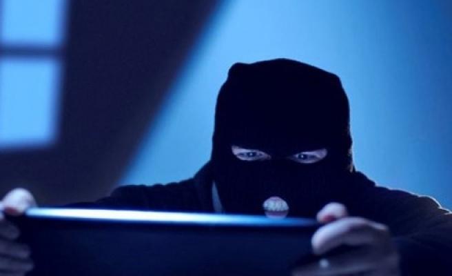 Hırsızlar güvenlik kamerasına takıldı