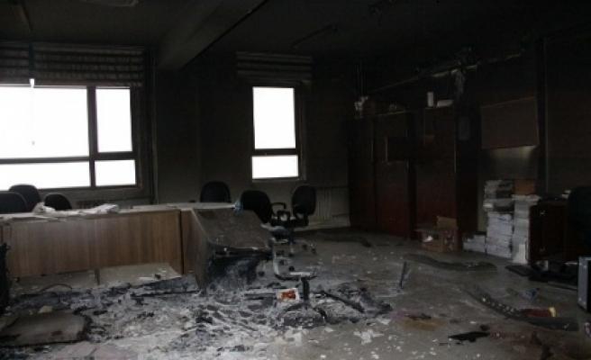 İmam Hatip Lisesi'ni ateşe verdiler
