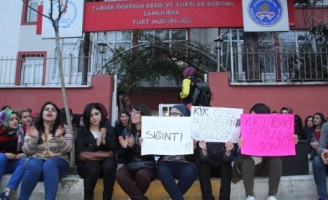 Kız öğrenciler eylem yaptı