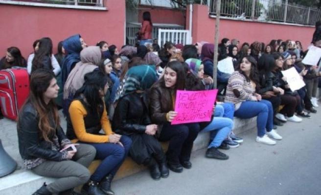 kız öğrencilerinden yurt protestosu