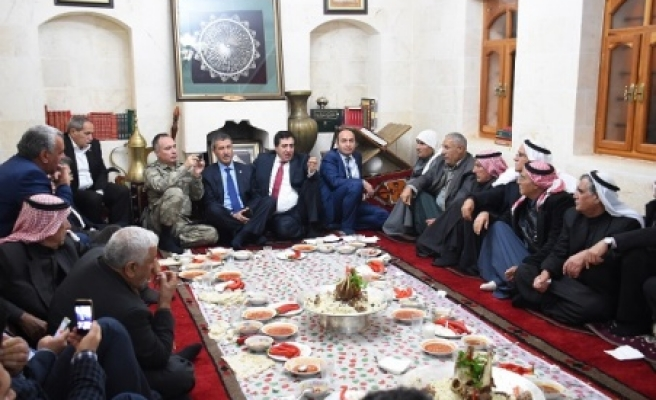 Vali, Suriyelilerle buluştu
