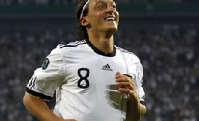Mesut, Türkiye'ye karşı oynamıyor