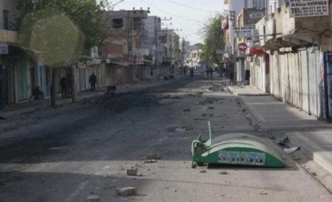 Olaylarda, 2'si polis 4 kişi yaralandı