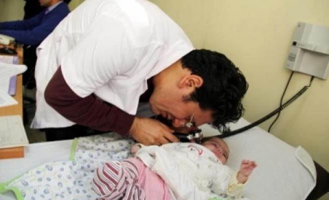 Şanlıurfa'da Günde 2 Bin 600 Çocuk Muayene Ediliyor