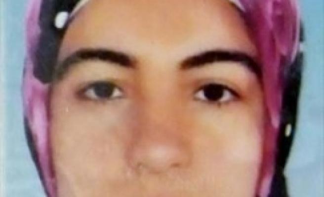 Şizofren kız 5'inci kattan ölüme atladı
