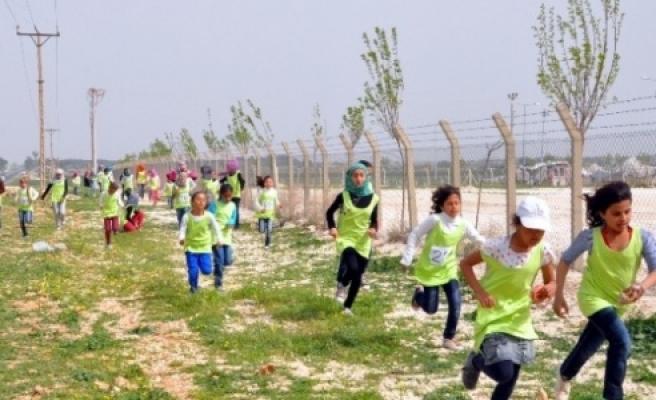 Suriyeli kızlar bahar koşusunda