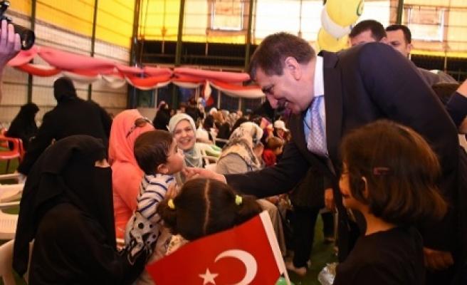 Suriyeli yetimler sevindirildi