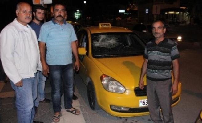 Suriye'liler taksi durağını bastılar
