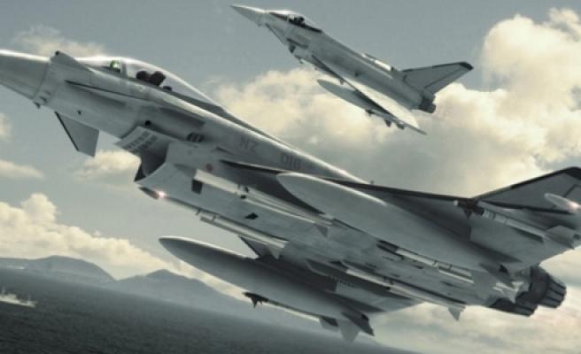 Türk uçaklarına çifte taciz!