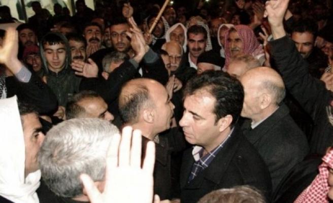Aşiret 3 bin kişi ile BDP'ye Yürüdü