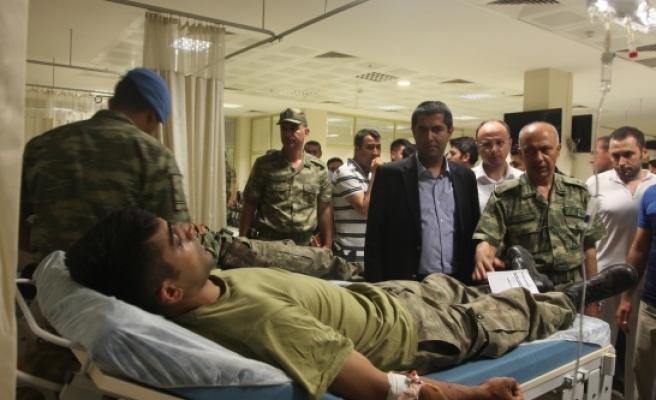 Yılmaz, yaralı askerleri ziyaret etti