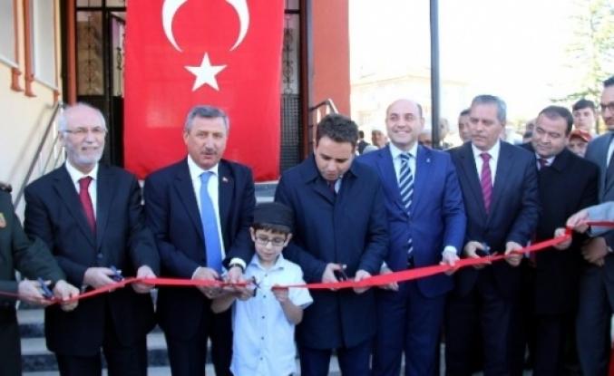 Medine Camii İbadete Açıldı