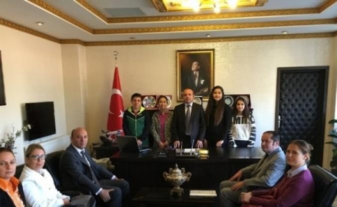 Yurt Dışına Gidecek Öğrenciler Kaymakam Öner'i Ziyaret Etti