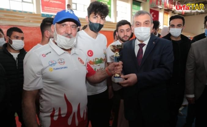 Urfa kurtuluşu maratonunun kazananları ödüllerini aldı