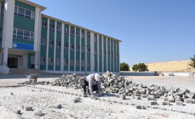 Hilvan'da eğitim alanlarında destek çalışmaları sürüyor