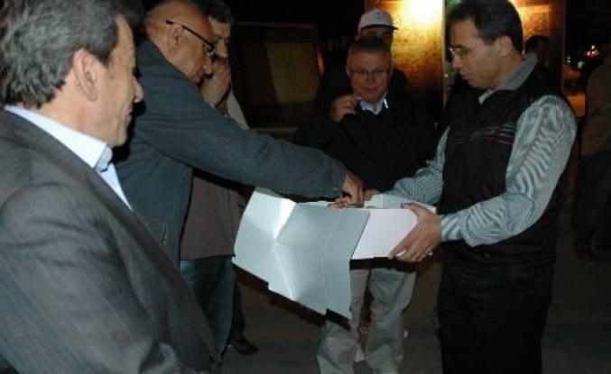 Karaman Emniyet Müdüründen Polislere Kandil Simidi Ve Çay