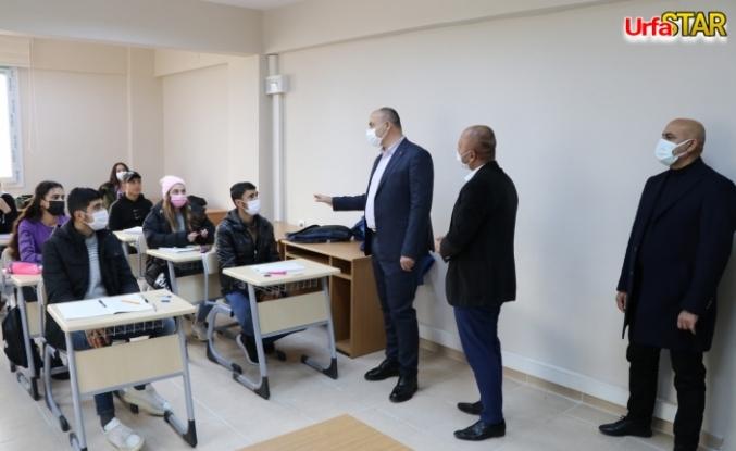 Aksoy Bozovalı gençleri önemsiyor